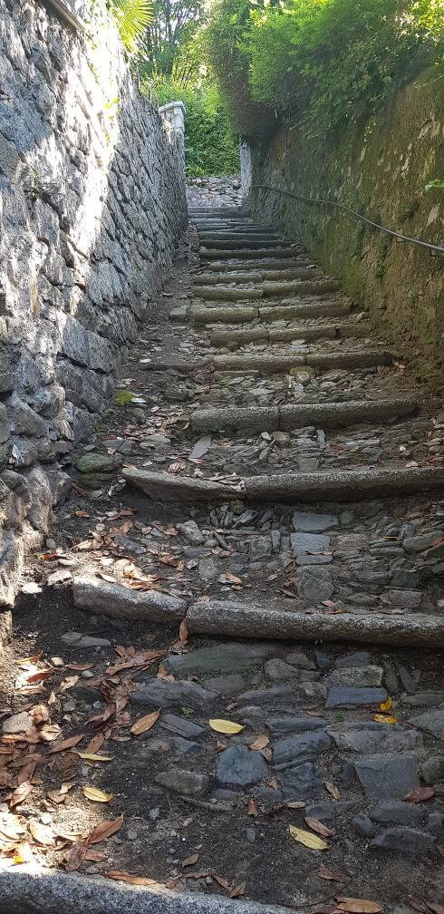 Aufstieg zum Sacro Monte d'Orta vom Ortsinneren von Orta San Giulio