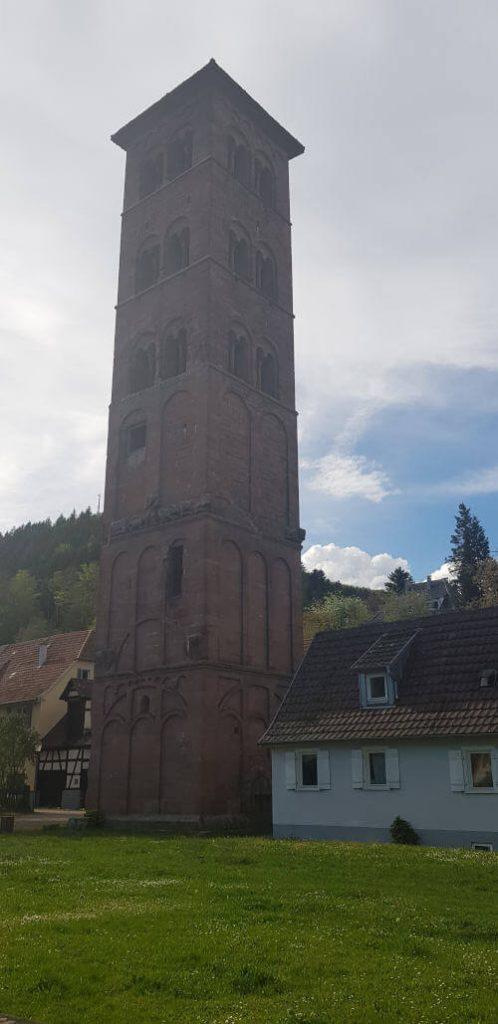 Eulenturm an der Süd-/Westfassade des Kloster Hirsaus