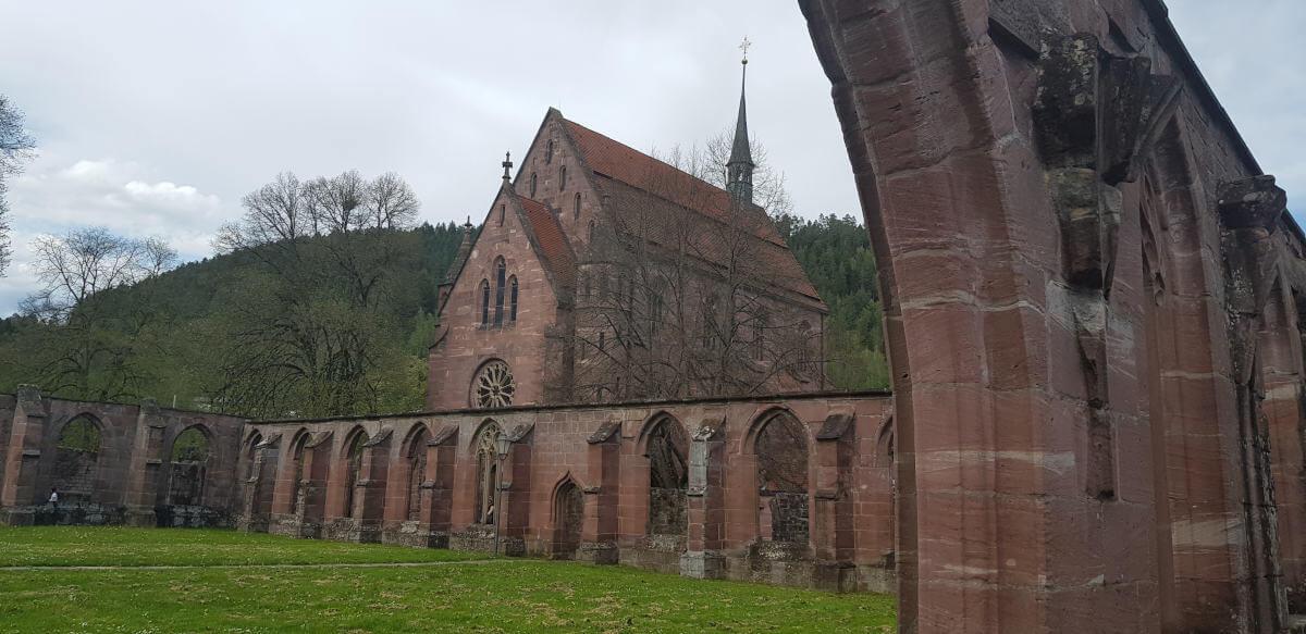 Blick auf die Marienkapelle im Kloster Hirsau