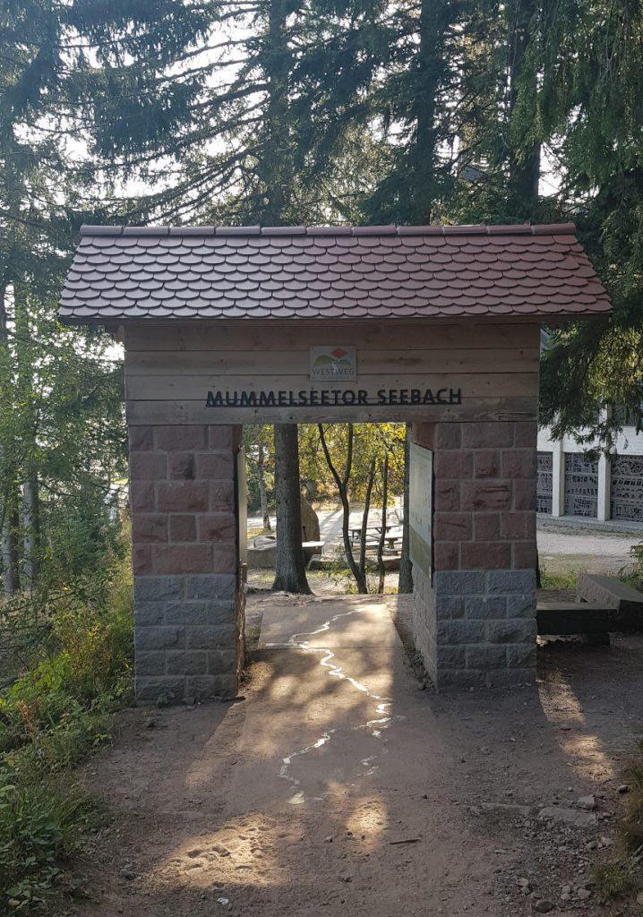 Das Mummelseetor Seebach direkt am Mummelsee