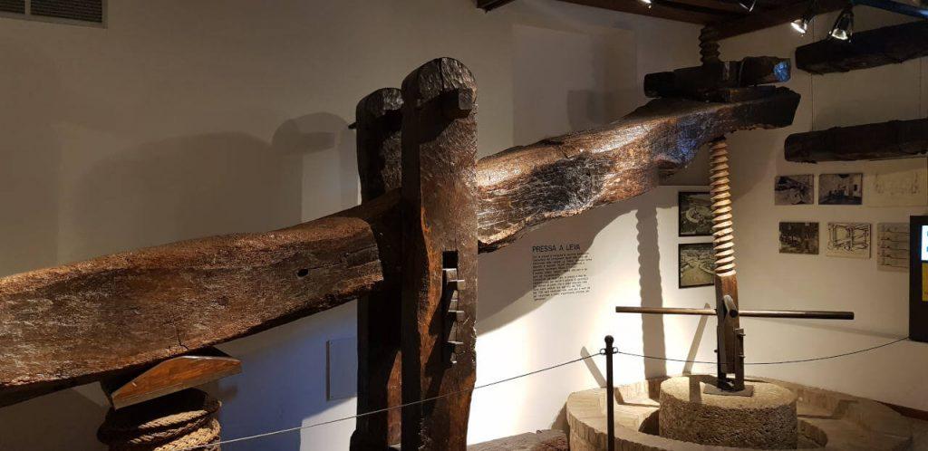 Ölpresse im Olivenölmuseum Bardolino