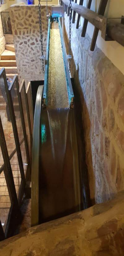 Wasserbetriebene Ölmühle im Museum